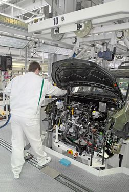 Engine, transmission, tank, running gear installation (source: Škoda Auto)