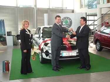The winner takes over the black&white checked test car in Hungary (source: www.skoda.hu)