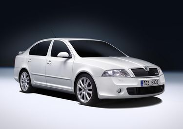 Octavia RS Candy White (Kristály fehér) (source: Škoda Auto)